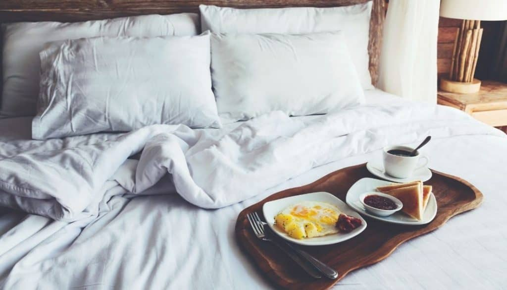 What causes bed worms in bed
